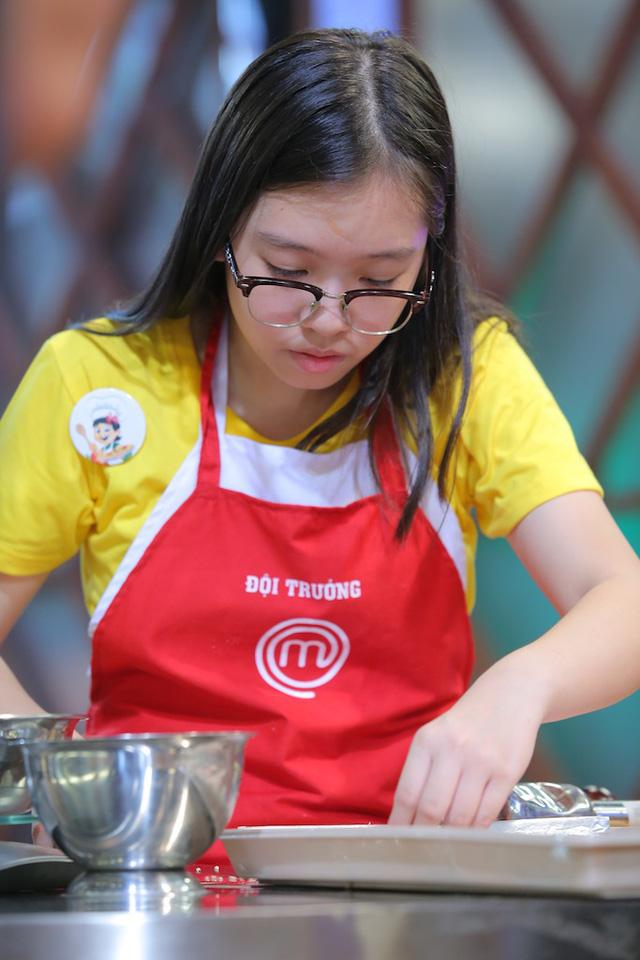 Vua đầu bếp nhí: Cô bé cá tính Phương Linh bật khóc vì không thích Thanh Hải - Ảnh 3.