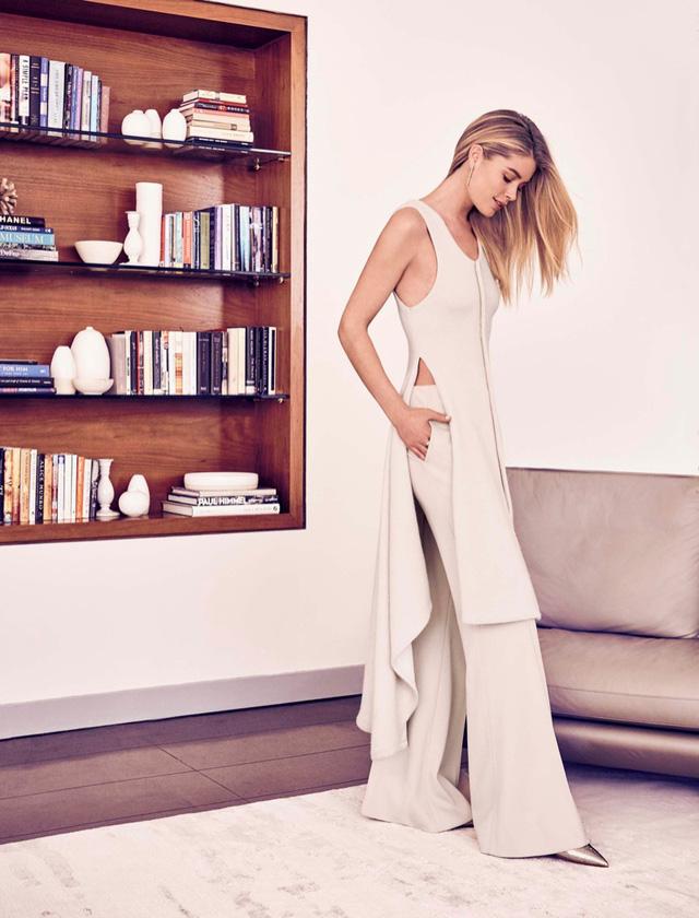 Chân dài Victorias Secret nổi bật với vẻ đẹp sang trọng - Ảnh 2.