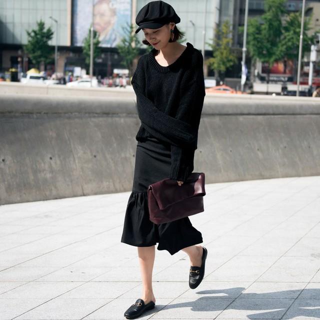 Màu đen cá tính phủ sóng thời trang đường phố Hàn Quốc - Ảnh 9.