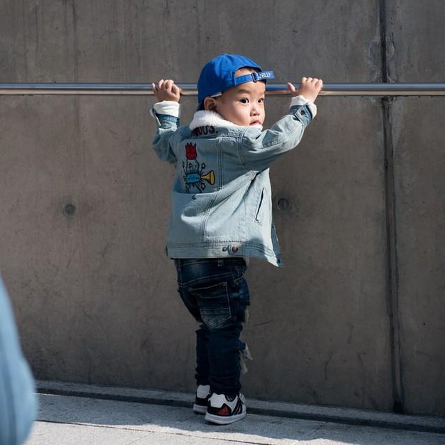 Tuần lễ thời trang Hàn Quốc: Trẻ con chất lừ không thua gì người lớn! - Ảnh 14.