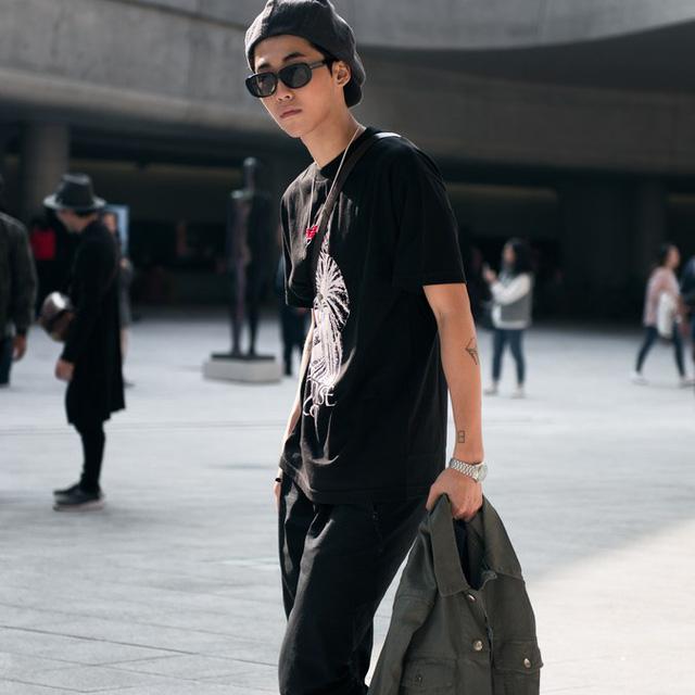 Màu đen cá tính phủ sóng thời trang đường phố Hàn Quốc - Ảnh 12.