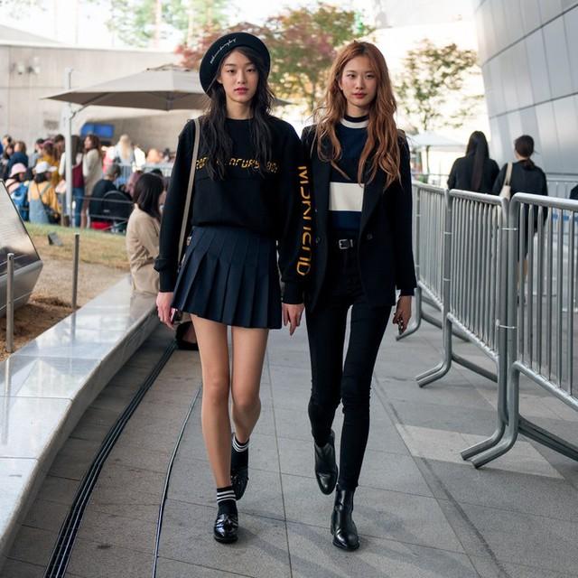 Màu đen cá tính phủ sóng thời trang đường phố Hàn Quốc - Ảnh 16.