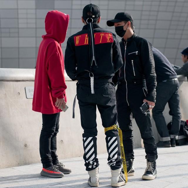 Màu đen cá tính phủ sóng thời trang đường phố Hàn Quốc - Ảnh 15.
