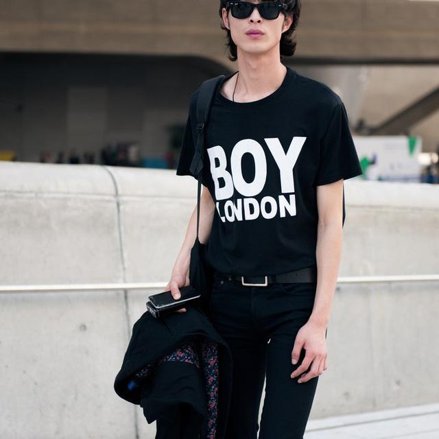 Màu đen cá tính phủ sóng thời trang đường phố Hàn Quốc - Ảnh 18.