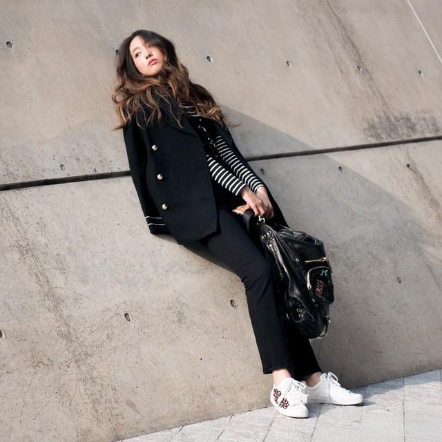 Màu đen cá tính phủ sóng thời trang đường phố Hàn Quốc - Ảnh 19.