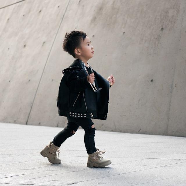 Màu đen cá tính phủ sóng thời trang đường phố Hàn Quốc - Ảnh 24.