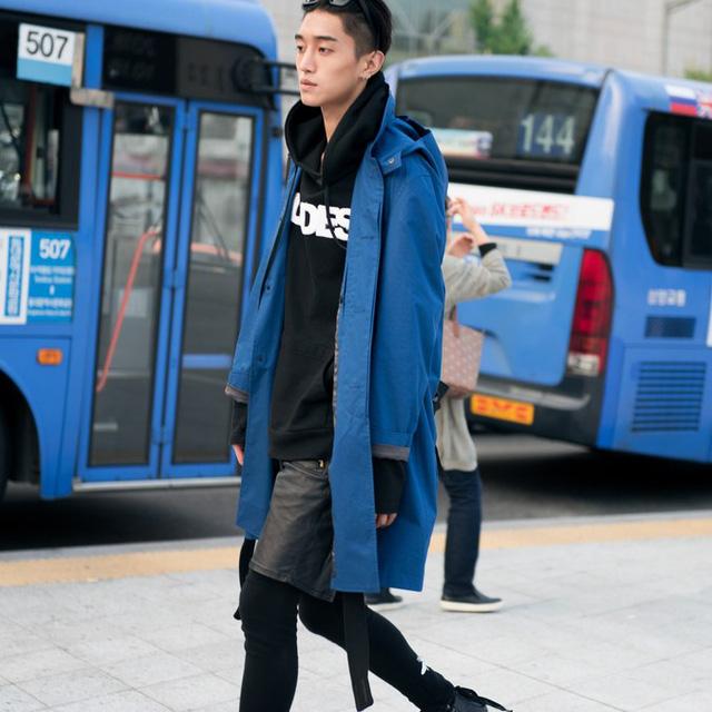 Màu đen cá tính phủ sóng thời trang đường phố Hàn Quốc - Ảnh 23.