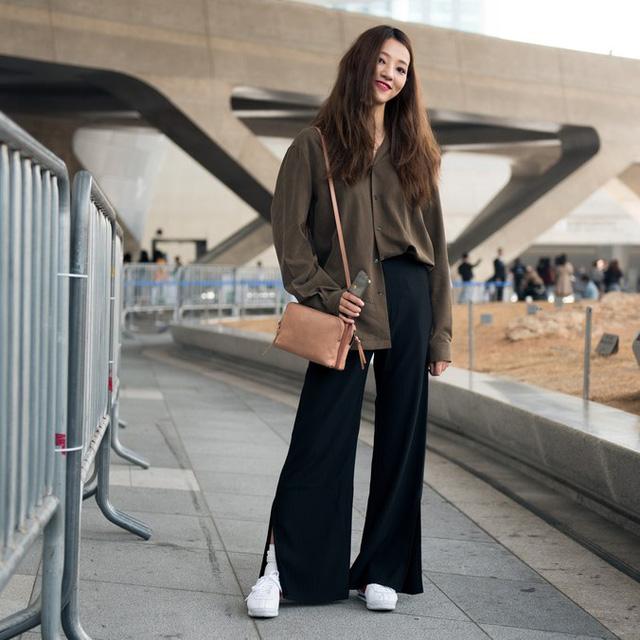 Màu đen cá tính phủ sóng thời trang đường phố Hàn Quốc - Ảnh 28.
