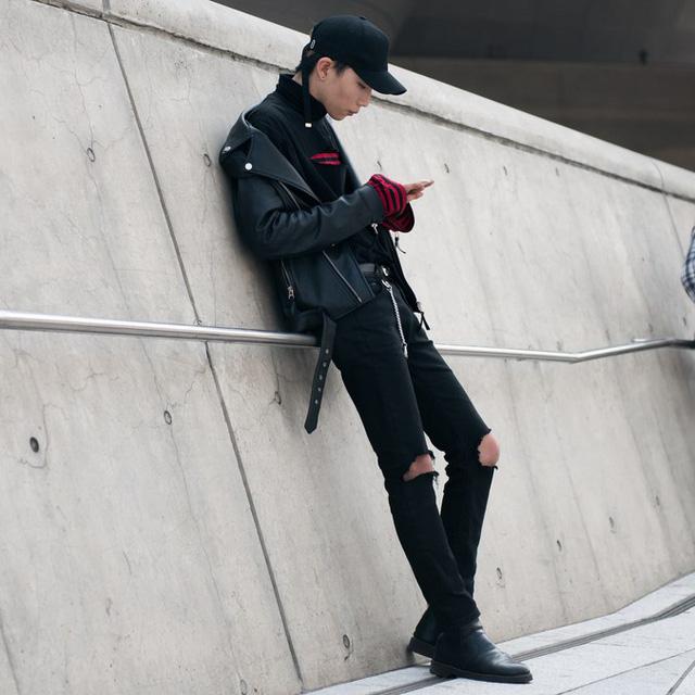 Màu đen cá tính phủ sóng thời trang đường phố Hàn Quốc - Ảnh 27.