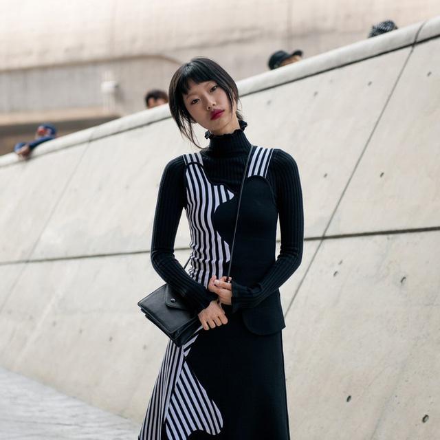 Màu đen cá tính phủ sóng thời trang đường phố Hàn Quốc - Ảnh 32.