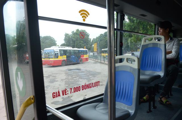 Trải nghiệm tuyến xe bus mới mang màu xanh hòa bình tại Hà Nội - Ảnh 8.