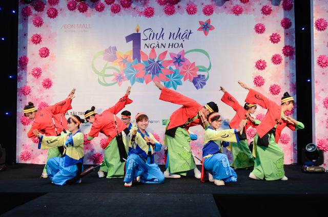 Cháy cùng Noo Phước Thịnh tại Sinh nhật ngàn hoa AEON MALL Long Biên - Ảnh 3.