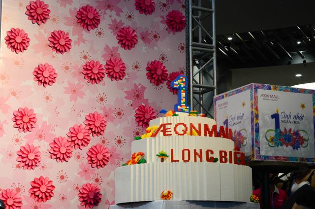 Cháy cùng Noo Phước Thịnh tại Sinh nhật ngàn hoa AEON MALL Long Biên - Ảnh 1.