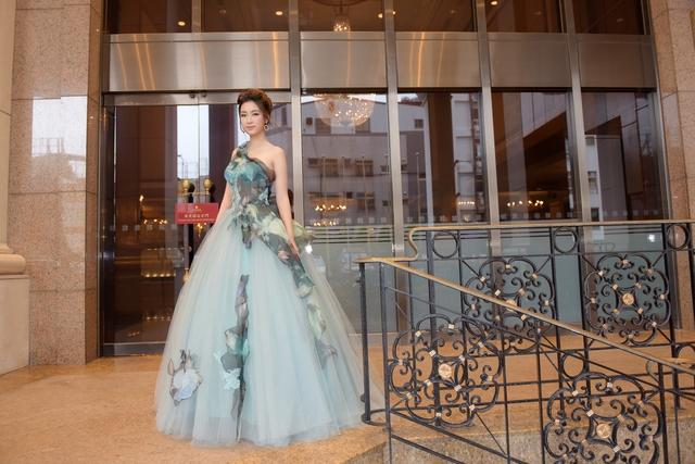 Hoa hậu Mỹ Linh tỏa sáng với vẻ đẹp lộng lẫy ở Đài Loan - Ảnh 2.