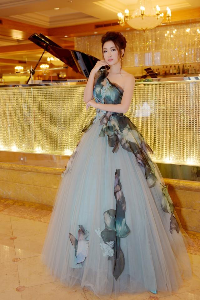Hoa hậu Mỹ Linh tỏa sáng với vẻ đẹp lộng lẫy ở Đài Loan - Ảnh 3.