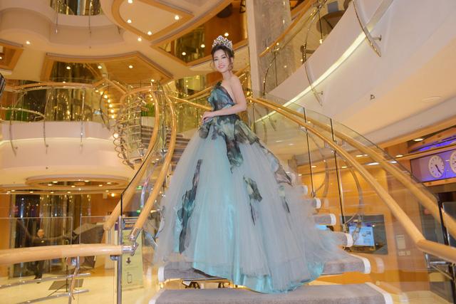 Hoa hậu Mỹ Linh tỏa sáng với vẻ đẹp lộng lẫy ở Đài Loan - Ảnh 5.