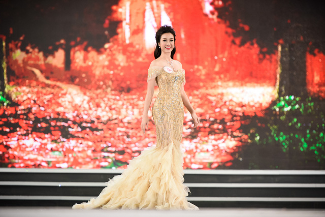 """Đỗ Mỹ Linh đăng quang Hoa hậu Việt Nam 2016: Một bất ngờ không hề """"nhẹ""""! - Ảnh 4."""