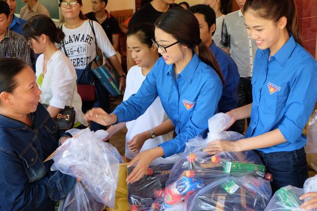 Hoa hậu Mỹ Linh, Á hậu Thanh Tú vận động quyên góp 330 triệu cho đồng bào lũ lụt - Ảnh 5.