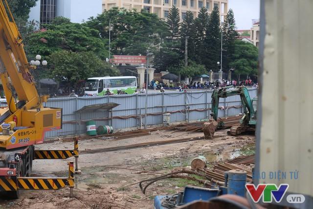 Khói bụi, tắc đường ám ảnh người dân dọc tuyến Nhổn – Ga Hà Nội - Ảnh 6.