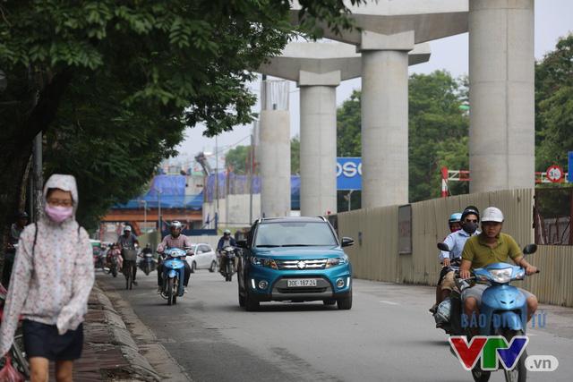 Khói bụi, tắc đường ám ảnh người dân dọc tuyến Nhổn – Ga Hà Nội - Ảnh 7.