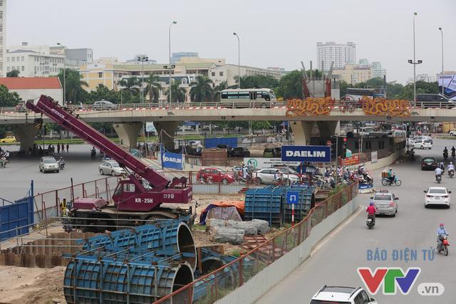 Khói bụi, tắc đường ám ảnh người dân dọc tuyến Nhổn – Ga Hà Nội - Ảnh 9.