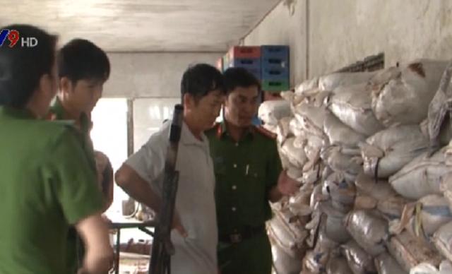 Phát hiện cơ sở sản xuất 10 tấn me bẩn tại Cần Thơ - Ảnh 1.