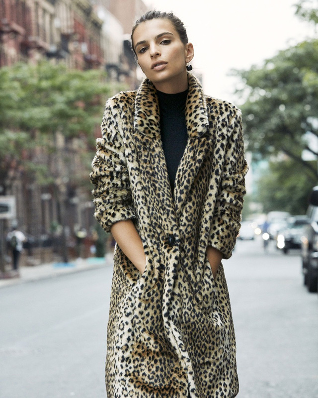Mỹ nhân phim Gone Girl thả dáng trên đường phố New York - Ảnh 4.