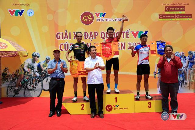 Ảnh: Khoảnh khắc ấn tượng chặng 7 Giải xe đạp quốc tế VTV - Cúp Tôn Hoa Sen 2016 - Ảnh 17.