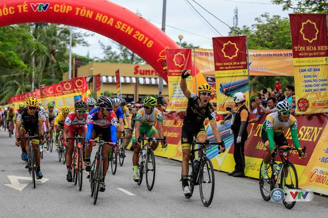 Chặng 8 giải xe đạp quốc tế VTV – Cúp Tôn Hoa Sen 2016: Loic về nhất, áo vàng chưa đổi chủ  - Ảnh 6.