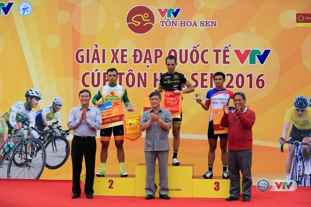 Ảnh: Khoảnh khắc ấn tượng chặng 8 Giải xe đạp quốc tế VTV Cúp – Tôn Hoa Sen 2016  - Ảnh 17.