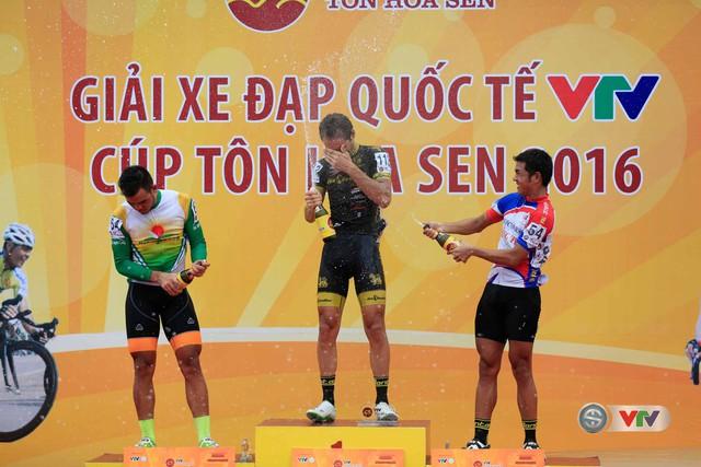 Ảnh: Khoảnh khắc ấn tượng chặng 8 Giải xe đạp quốc tế VTV Cúp – Tôn Hoa Sen 2016  - Ảnh 18.