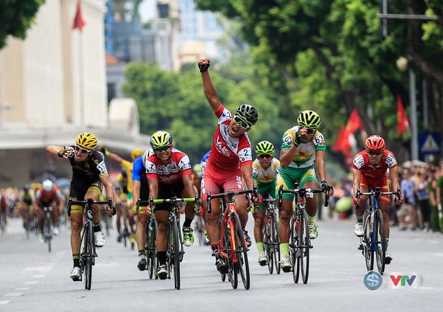 Ảnh: Những khoảnh khắc đẹp chặng 10 Giải xe đạp quốc tế VTV - Cúp Tôn Hoa Sen 2016 - Ảnh 8.