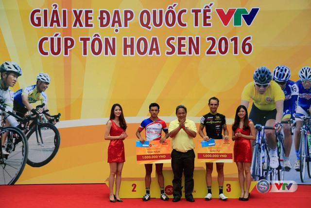 Ảnh: Những khoảnh khắc đẹp chặng 10 Giải xe đạp quốc tế VTV - Cúp Tôn Hoa Sen 2016 - Ảnh 12.