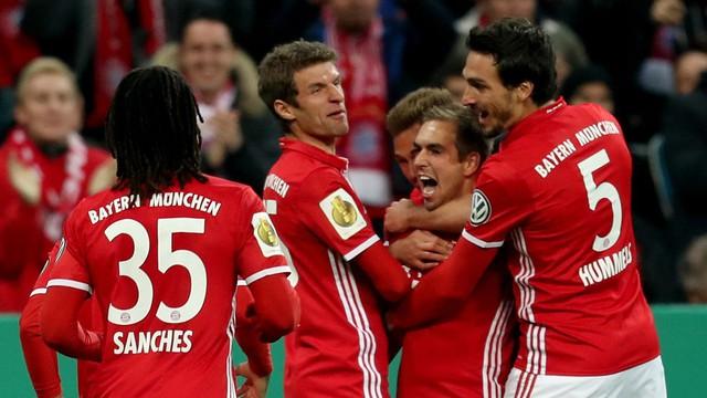 VIDEO, Bayern Munich 3-1 Augsburg: Cân bằng kỷ lục - Ảnh 1.