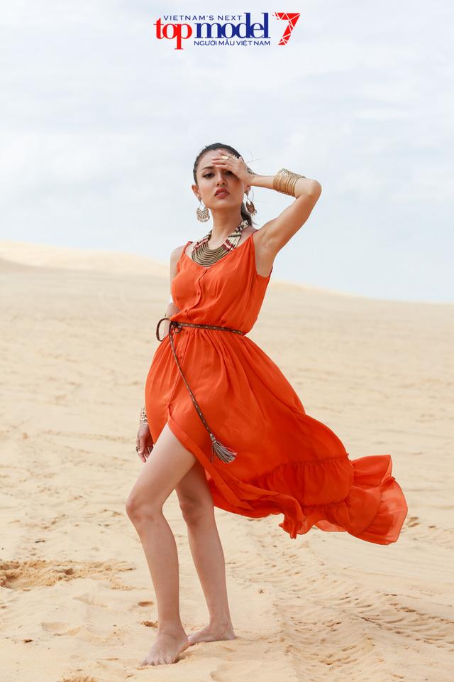 Chân dài Next Top Model 2016 nóng bỏng trên đồi cát Phan Thiết - Ảnh 5.