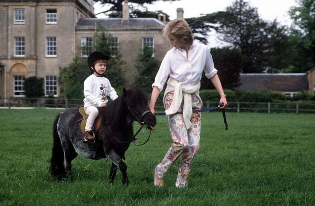 Những bức ảnh rất đẹp về Công nương Diana mà bạn có thể chưa biết - Ảnh 8.