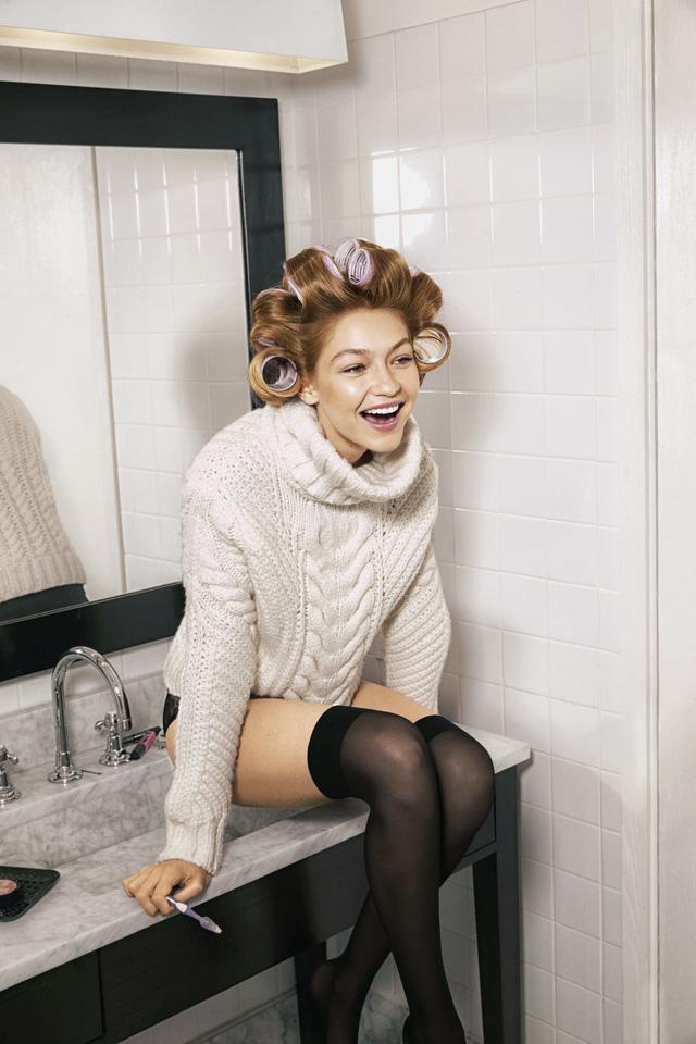 Gigi Hadid khoe vẻ trẻ trung trên Harpers Bazaar - Ảnh 1.