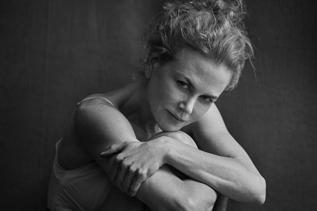 Không sợ xấu, Nicole Kidman, Julianne Moore không trang điểm xuất hiện trên Pirelli 2017 - Ảnh 1.