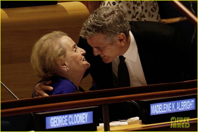 Georger Clooney sốc khi nghe tin ly dị của Jolie Pitt từ CNN - Ảnh 3.