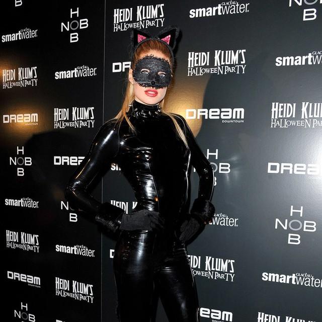 Sao Hollywood biến hóa đầy kinh dị qua trang phục Halloween - Ảnh 2.