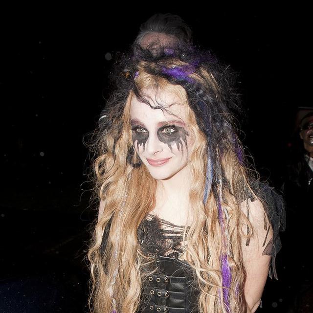 Sao Hollywood biến hóa đầy kinh dị qua trang phục Halloween - Ảnh 4.