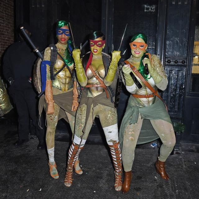 Sao Hollywood biến hóa đầy kinh dị qua trang phục Halloween - Ảnh 5.
