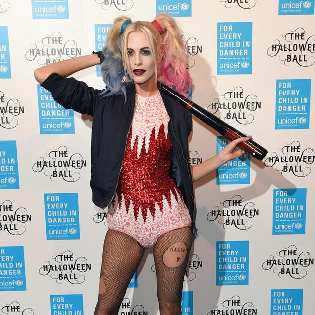 Sao Hollywood biến hóa đầy kinh dị qua trang phục Halloween - Ảnh 3.