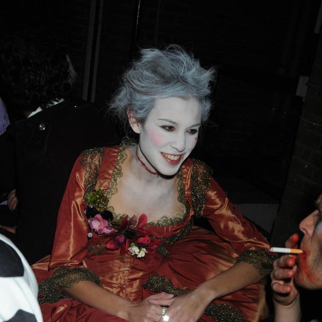 Sao Hollywood biến hóa đầy kinh dị qua trang phục Halloween - Ảnh 6.