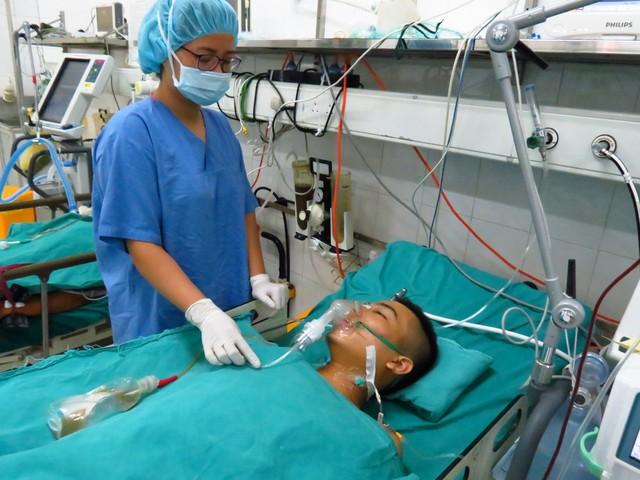 Ghép thận tự thân khẩn cấp cứu sống nam thanh niên bị tai nạn - Ảnh 1.