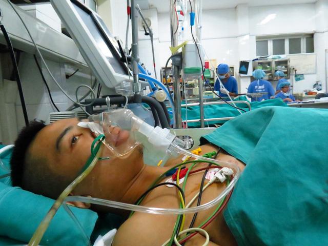 Ghép thận tự thân khẩn cấp cứu sống nam thanh niên bị tai nạn - Ảnh 2.