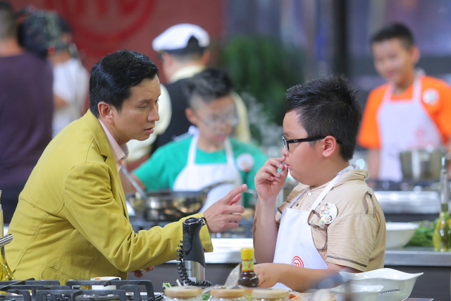 Vua đầu bếp nhí: Bất ngờ với thí sinh theo phong tục không ăn gỏi cuốn - Ảnh 3.