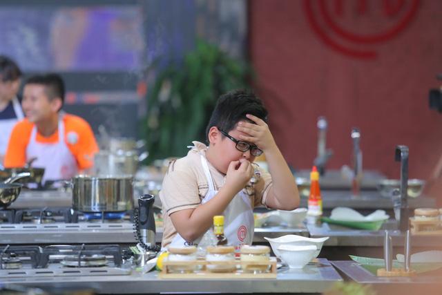 Vua đầu bếp nhí: Bất ngờ với thí sinh theo phong tục không ăn gỏi cuốn - Ảnh 2.