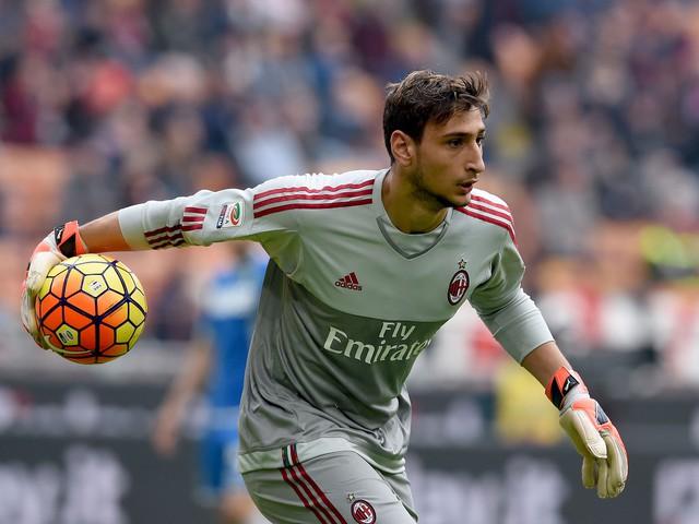 Buffon hết lời ca ngợi đàn em 17 tuổi của AC Milan - Ảnh 1.