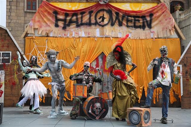 Bà Nà Hills huyền bí trong lễ hội Halloween 2016 - Ảnh 2.